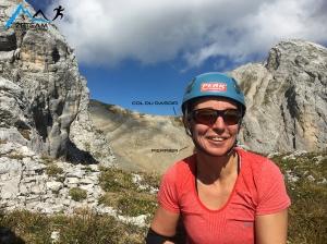 Anne posant devant le Col du Rasoir
